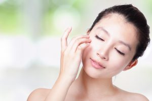 Temperaturas mais quentes exigem cuidados diários com a pele
