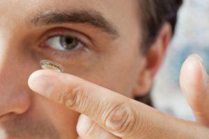 Mitos e verdades sobre o uso das lentes de contato