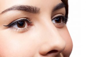 Maquiagem também exige cuidado com os olhos