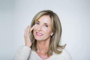 Cuidados essenciais com a pele após os 60 anos